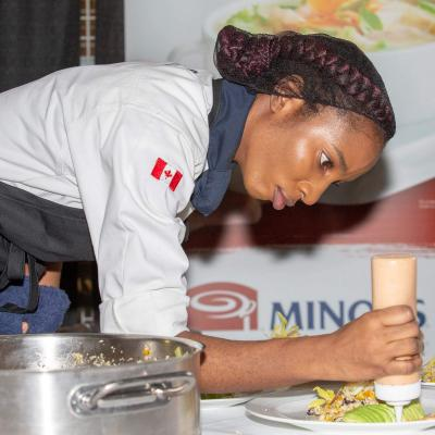 Dacyion Reid works on her dish